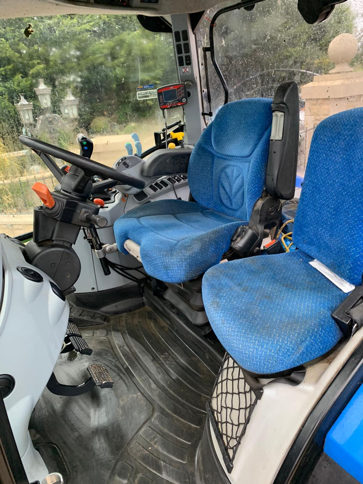 NEW HOLLAND T6.140 IN IMMACULATE CONDITION ON A 66 PLATE (2016) *PLUS VAT* - Image 6 of 9