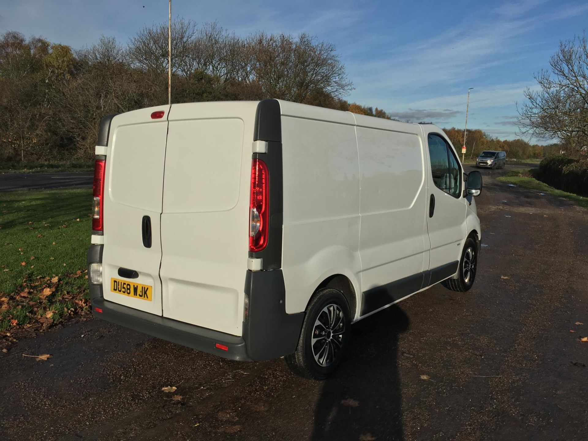 2008/58 REG VAUXHALL VIVARO 2900 CDTI SWB 2.0 DIESEL WHITE PANEL VAN, SHOWING 1 FORMER KEEPER - Image 4 of 12
