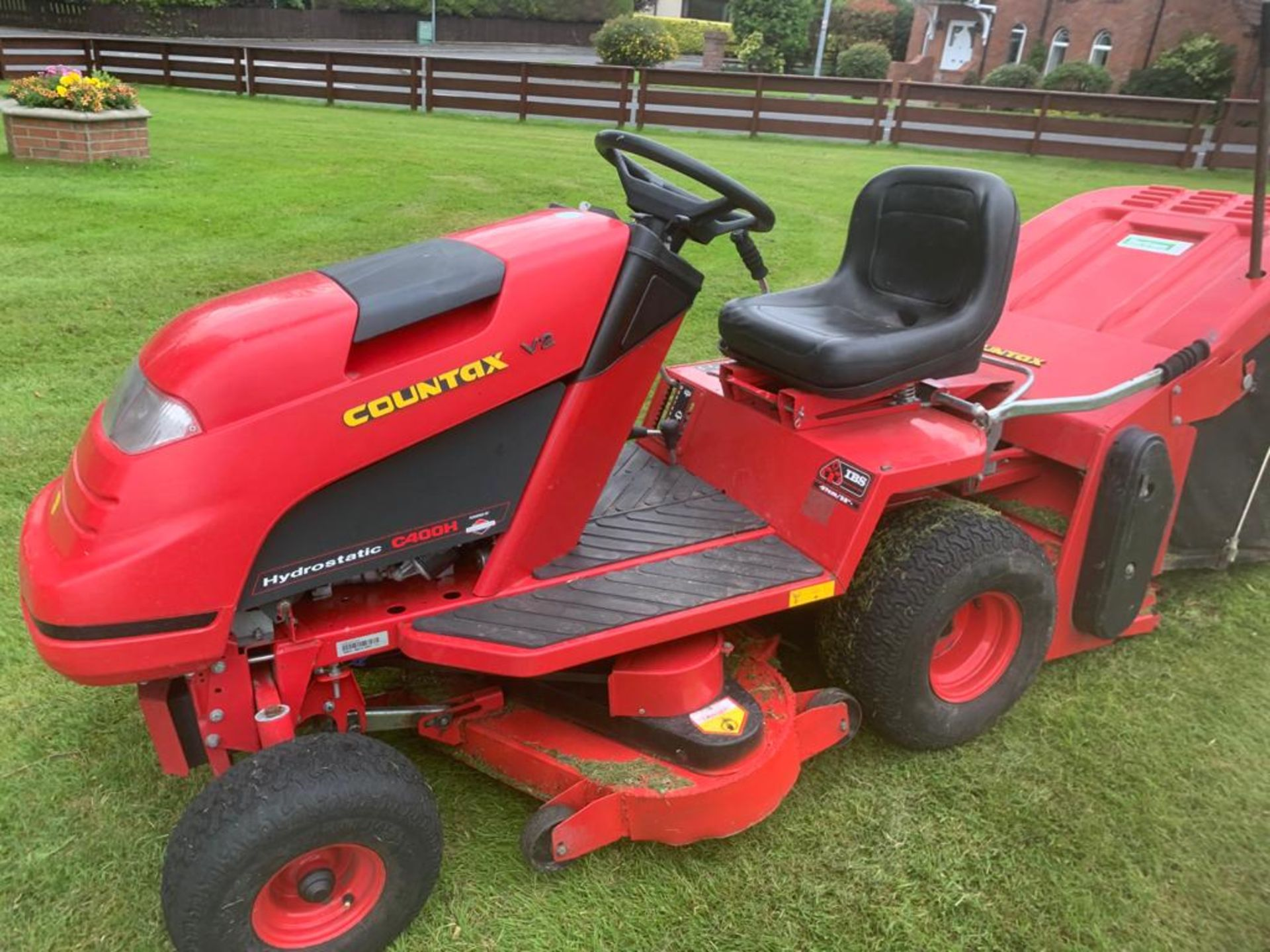 COUNTAX C400H HYDROSTATIC PETROL RIDE ON LAWN MOWER WITH SWEEPER *PLUS VAT*