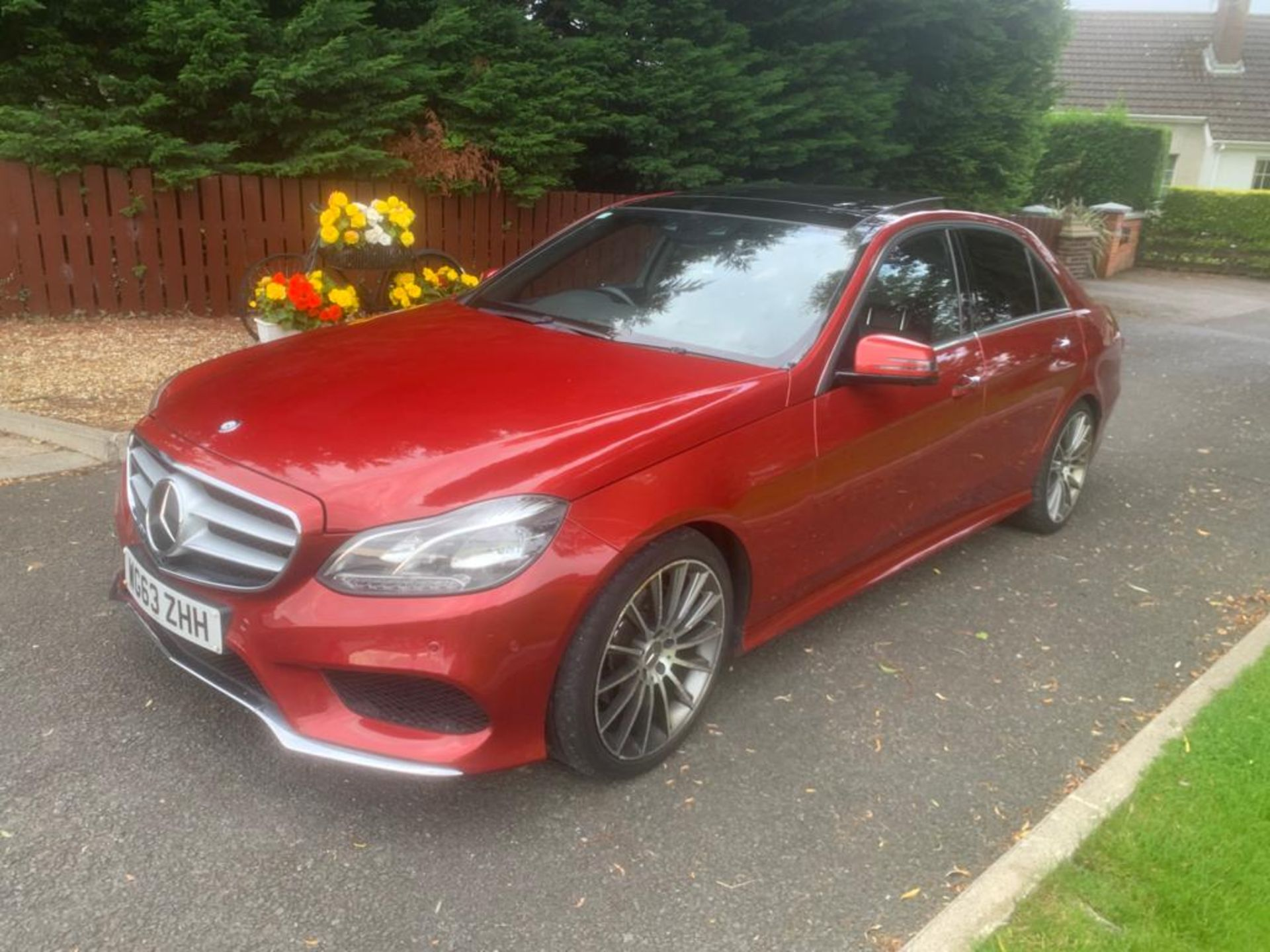 2014/63 REG MERCEDES-BENZ E300 AMG SPORT BLUETEC HYBRID 2.2 ELECTRIC DIESEL RED 4 DOOR SALOON - Image 6 of 15