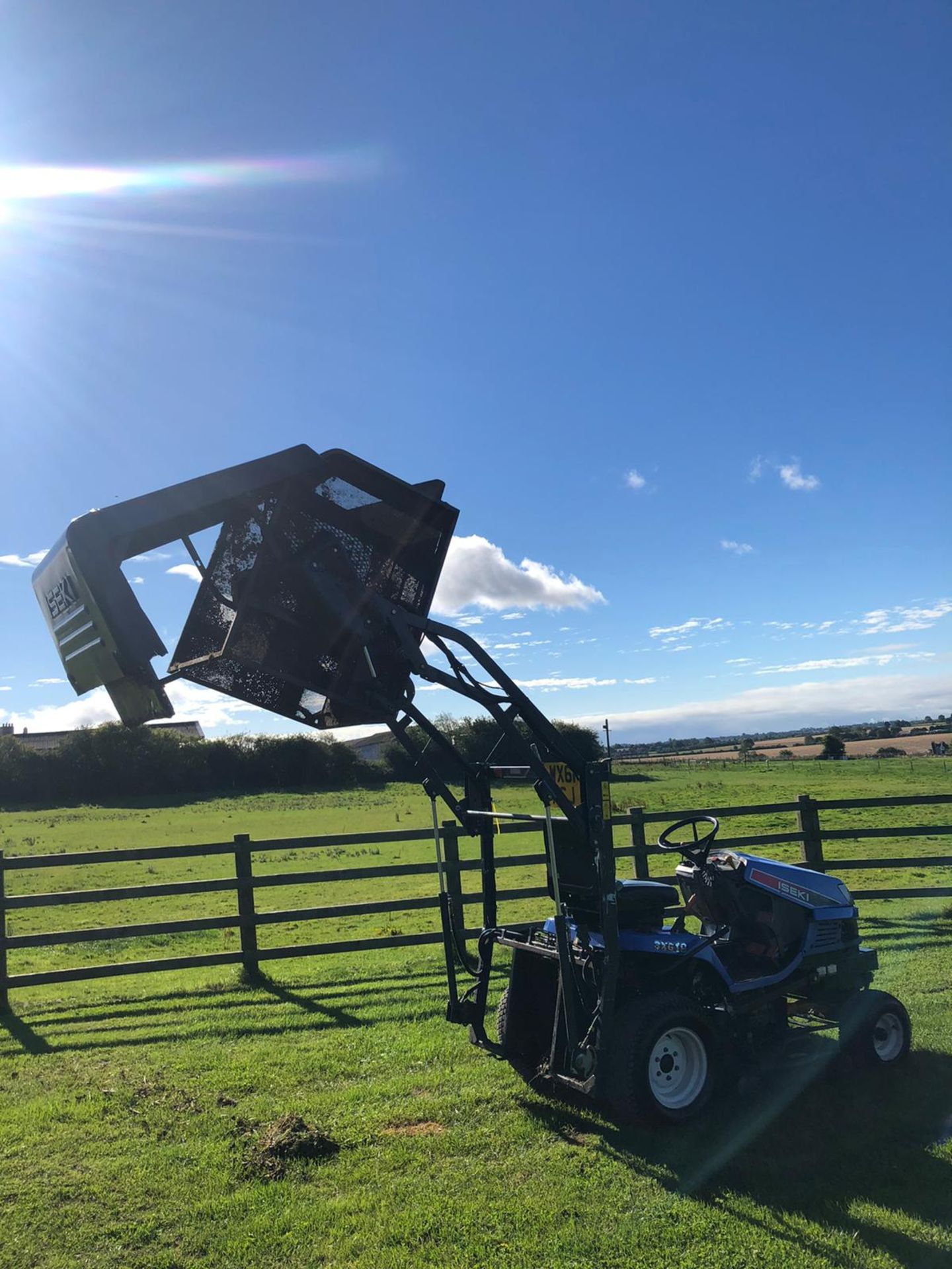 2011 ISEKI SXG19 RIDE ON LAWN MOWER, 1280 HOURS, RUNS, DRIVES AND CUTS, HIGH TIP COLLECTOR *PLUS VAT - Image 2 of 6