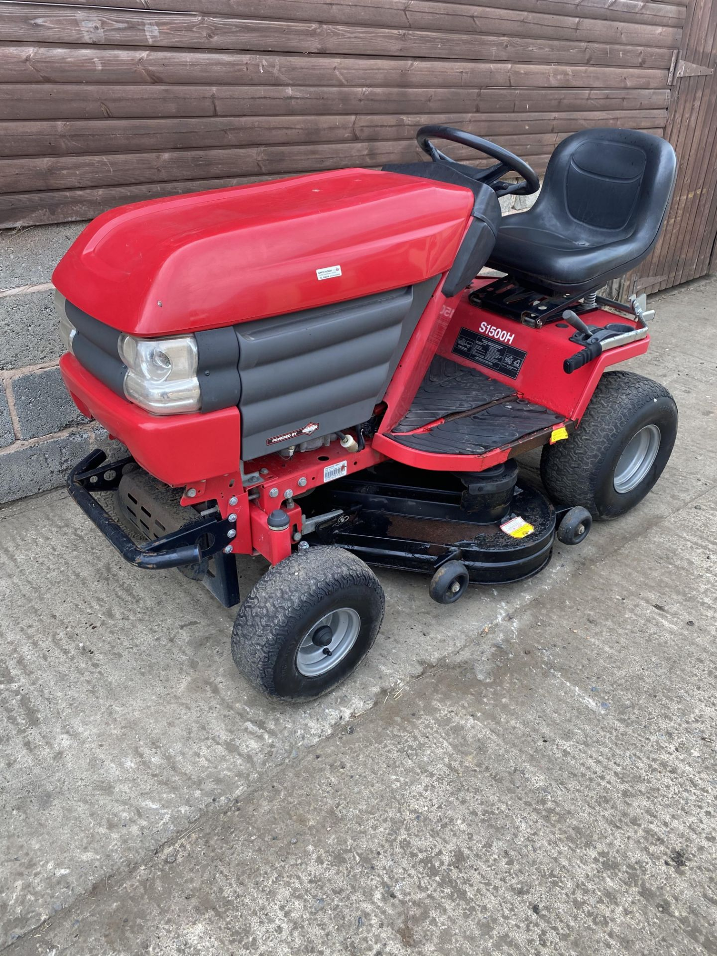 WESTWOOD S1500 RIDE ON LAWN MOWER, STARTS, RUNS AND DRIVES, HYDROSTATIC DRIVE *PLUS VAT* - Image 2 of 4