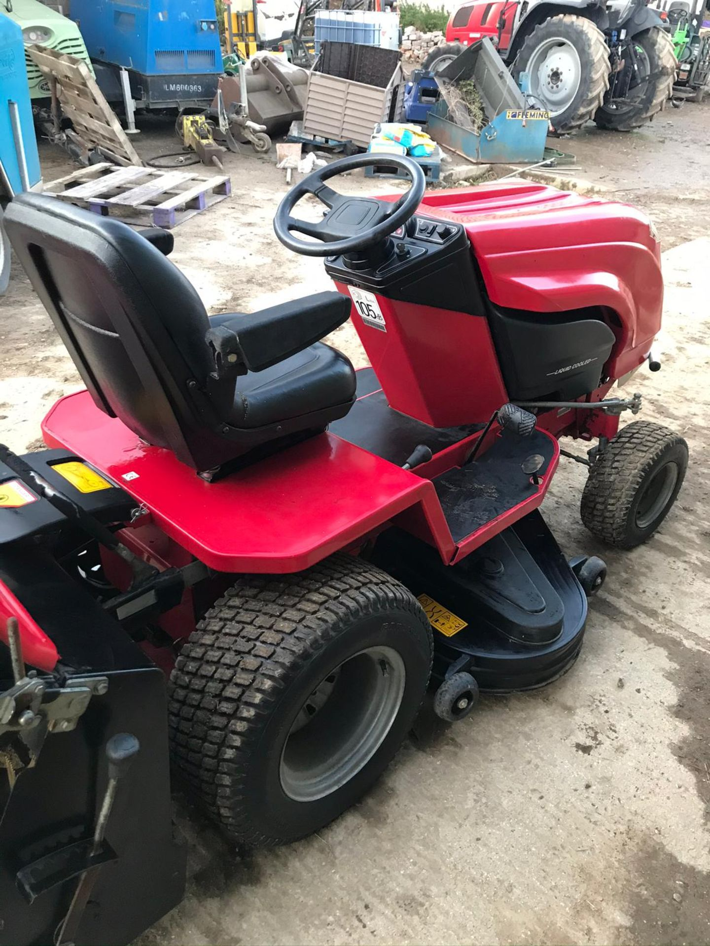 COUNTAX K1850 RIDE ON LAWN MOWER, RUNS, DRIVES AND CUTS, CLEAN MACHINE *NO VAT* - Image 4 of 5