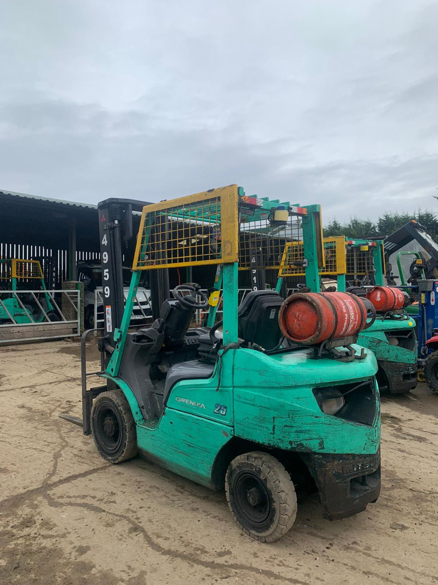 2015 MITSUBISHI FG25NT GAS FORKLIFT, RUNS, DRIVES, LIFTS, CLEAN MACHINE, SIDE SHIFT, CONTAINER SPEC - Image 3 of 5