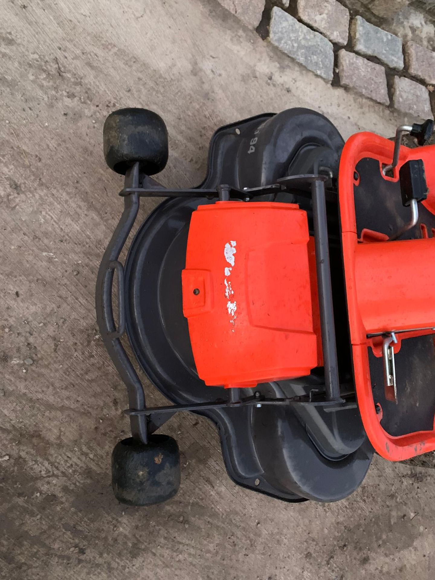 HUSQUVARNA R13C OUT FRONT RIDE ON LAWN MOWER, RUNS, DRIVES AND CUTS *NO VAT* - Image 3 of 5