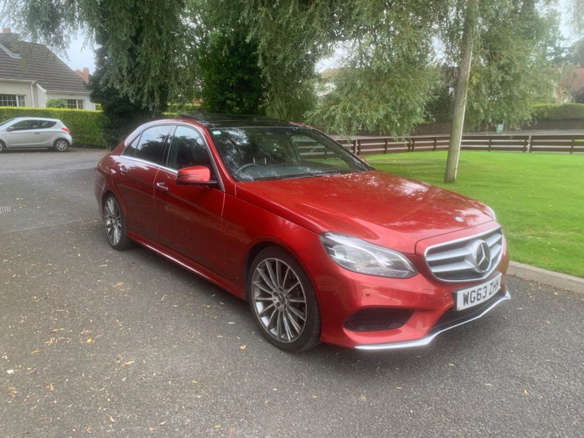 2014/63 REG MERCEDES-BENZ E300 AMG SPORT BLUETEC HYBRID 2.2 ELECTRIC DIESEL RED 4 DOOR SALOON