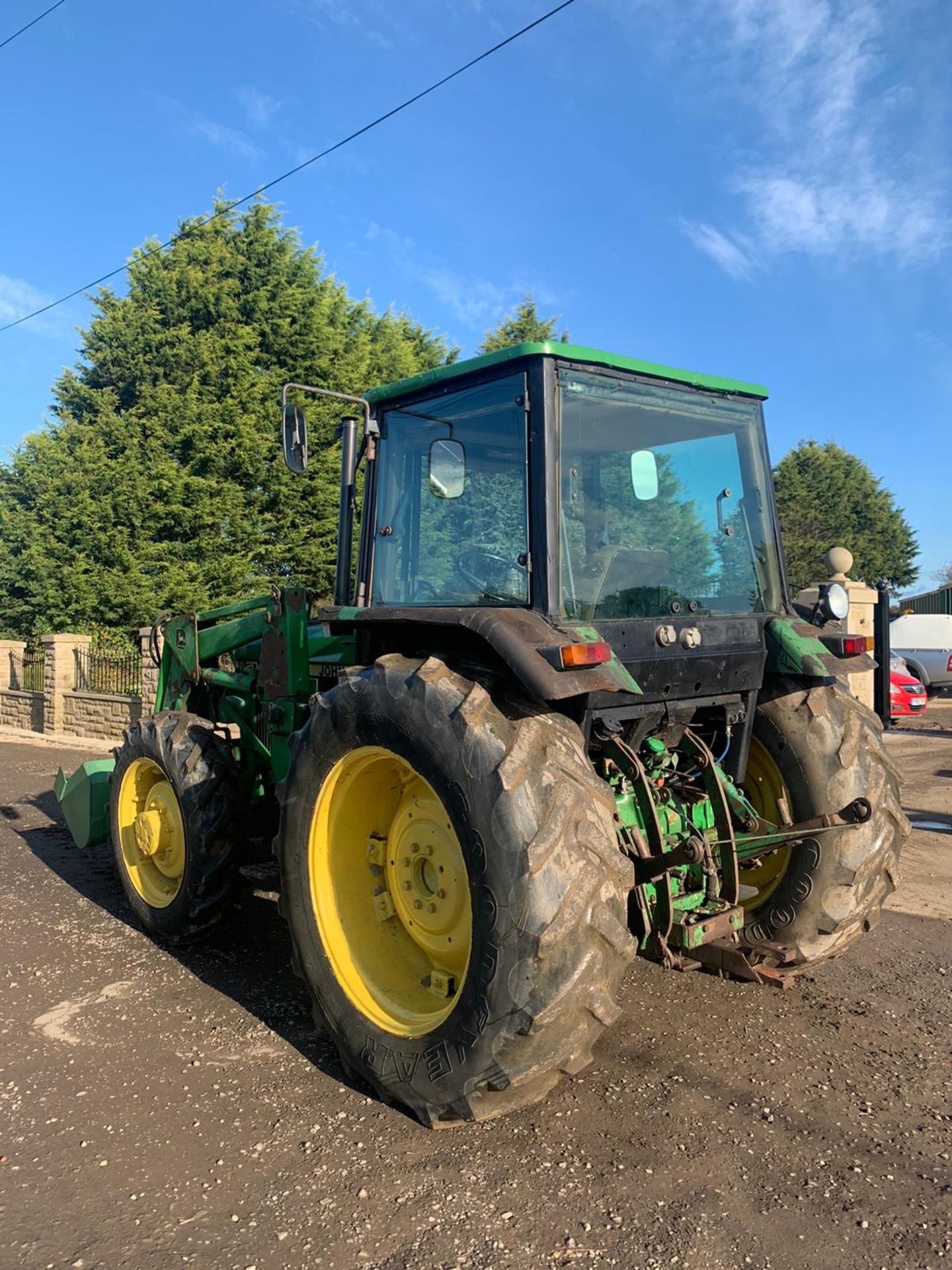 JOHN DEERE 2040S TRACTOR, C/W LOADER AND BUCKET, RUNS, DRIVES AND DIGS *PLUS VAT* - Image 3 of 5