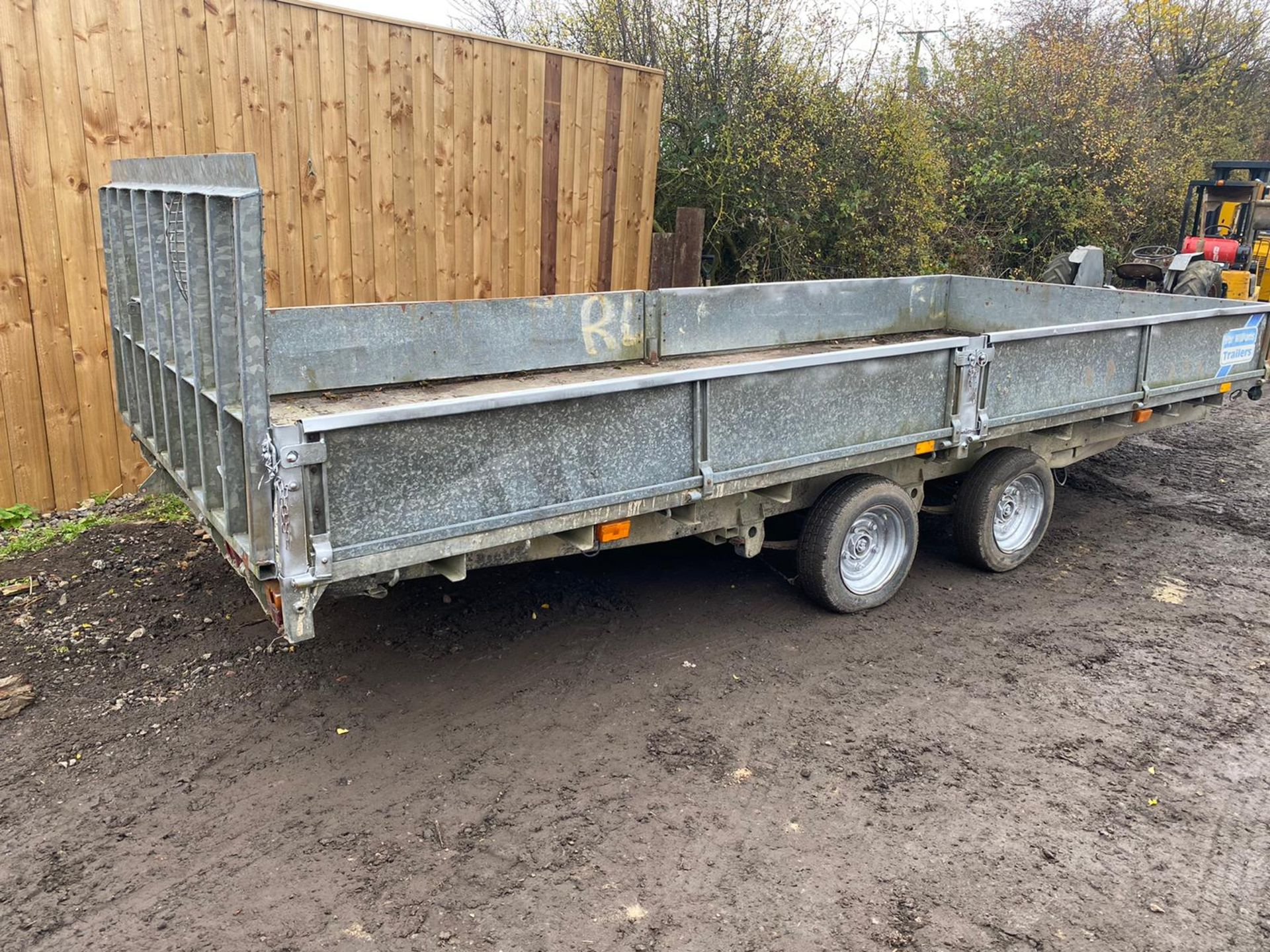 """IFOR WILLIAMS HYDRAULIC TILT BED TRAILER, REAR DROP DOWN RAMP & DROP SIDES, 16FT X 6FT 6"""" *PLUS VAT* - Image 4 of 4"""