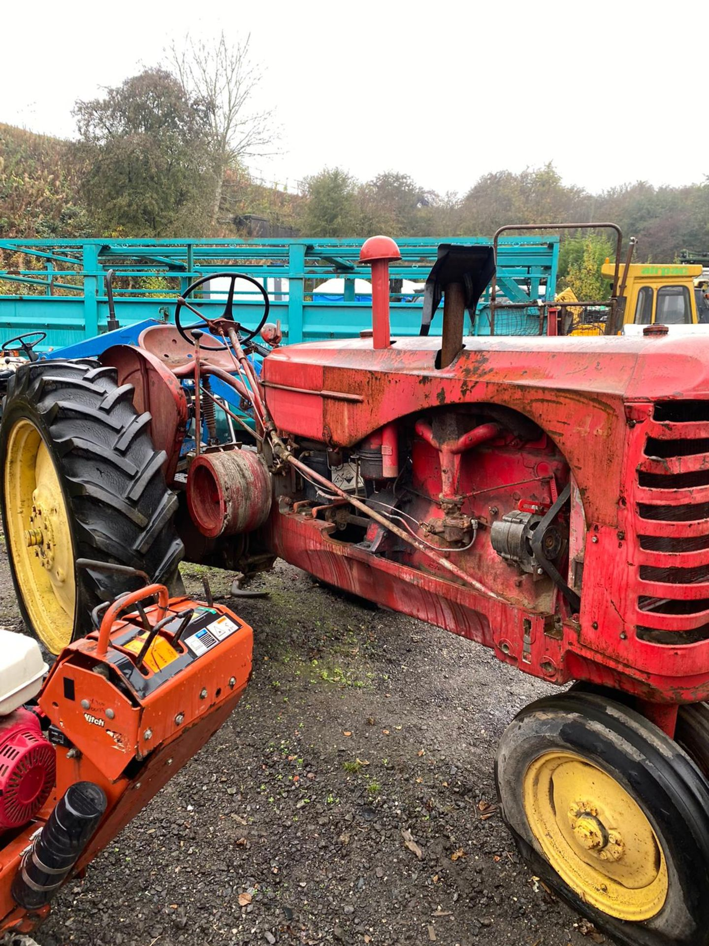 REAR VINTAGE MASSEY HARRIS 3 WHEEL TRACTOR *PLUS VAT* - Image 2 of 5