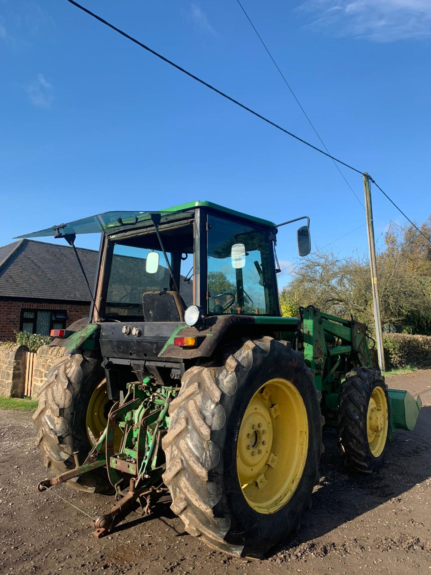 JOHN DEERE 2040S TRACTOR, C/W LOADER AND BUCKET, RUNS, DRIVES AND DIGS *PLUS VAT* - Image 5 of 5