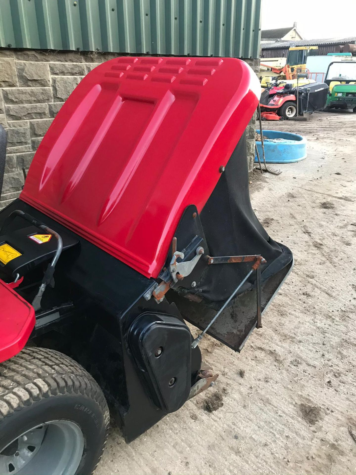 COUNTAX K1850 RIDE ON LAWN MOWER, RUNS, DRIVES AND CUTS, CLEAN MACHINE *NO VAT* - Image 2 of 5