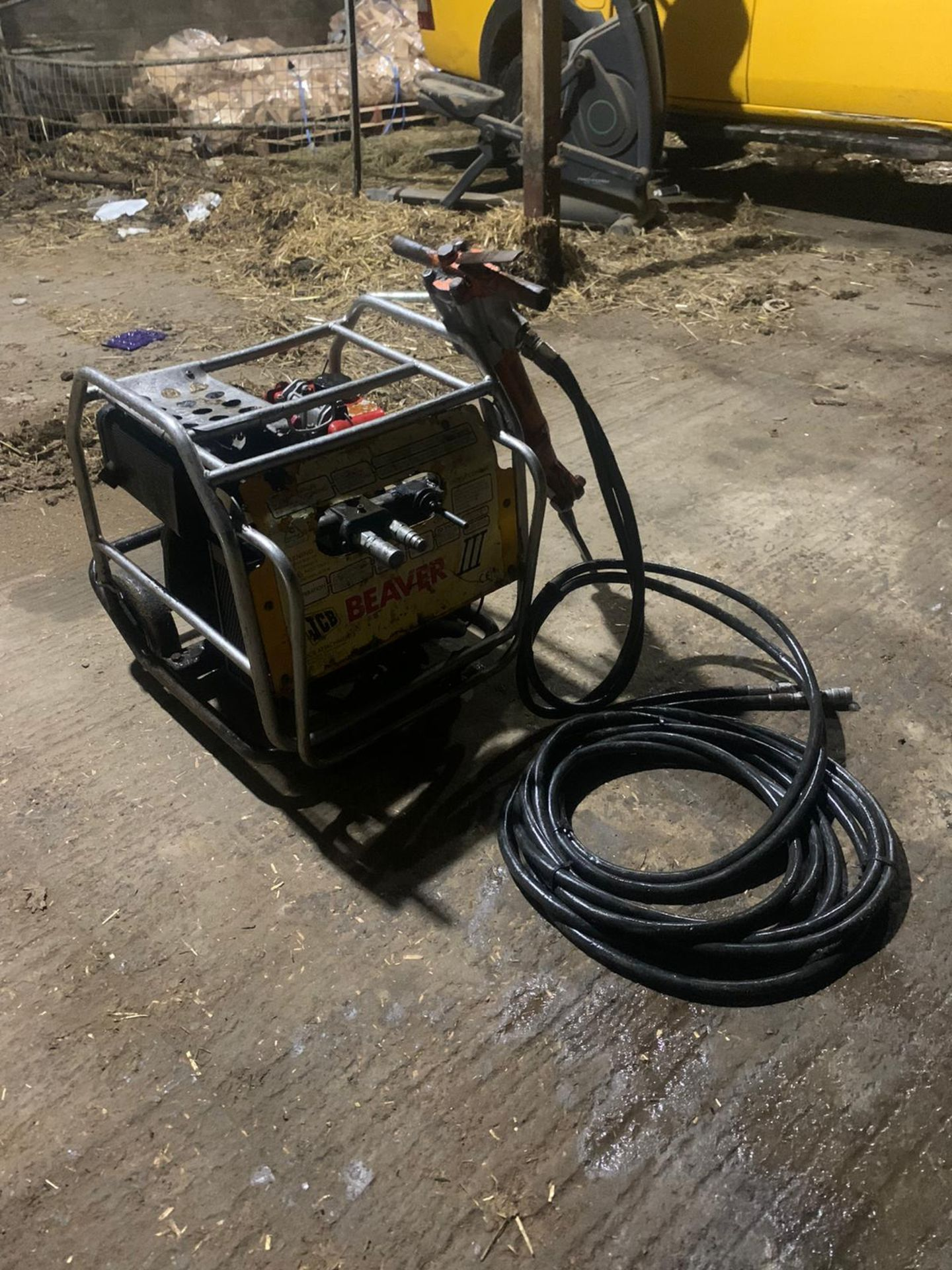 JCB Diesel Hydraulic Beaver Pack Yanmar Diesel L70 Engine Easy To Move Around Pipes Are Like New