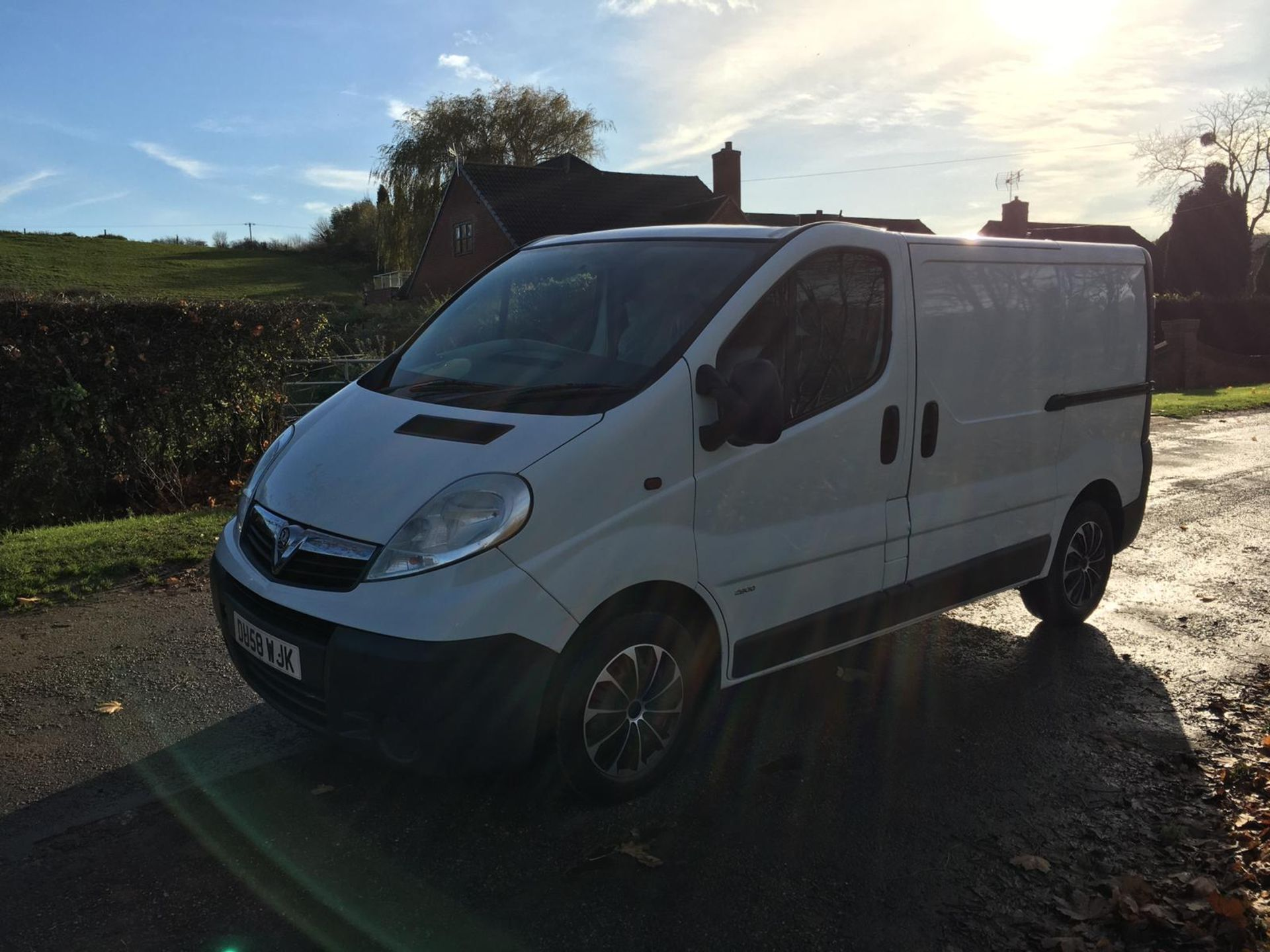2008/58 REG VAUXHALL VIVARO 2900 CDTI SWB 2.0 DIESEL WHITE PANEL VAN, SHOWING 1 FORMER KEEPER - Image 2 of 12