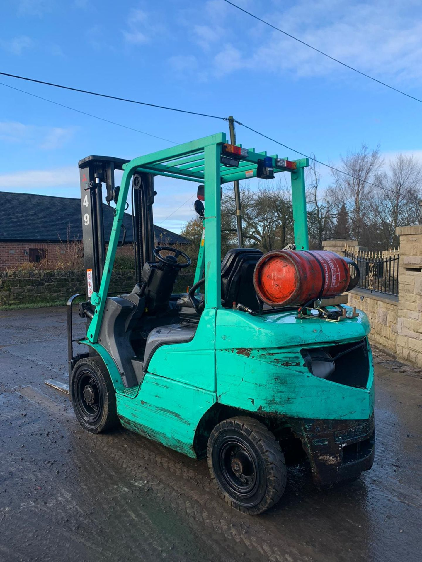 2015 MITSUBISHI FG25NT GAS FORKLIFT, RUNS, DRIVES, LIFTS, CLEAN MACHINE, SIDE SHIFT, CONTAINER SPEC - Image 2 of 6