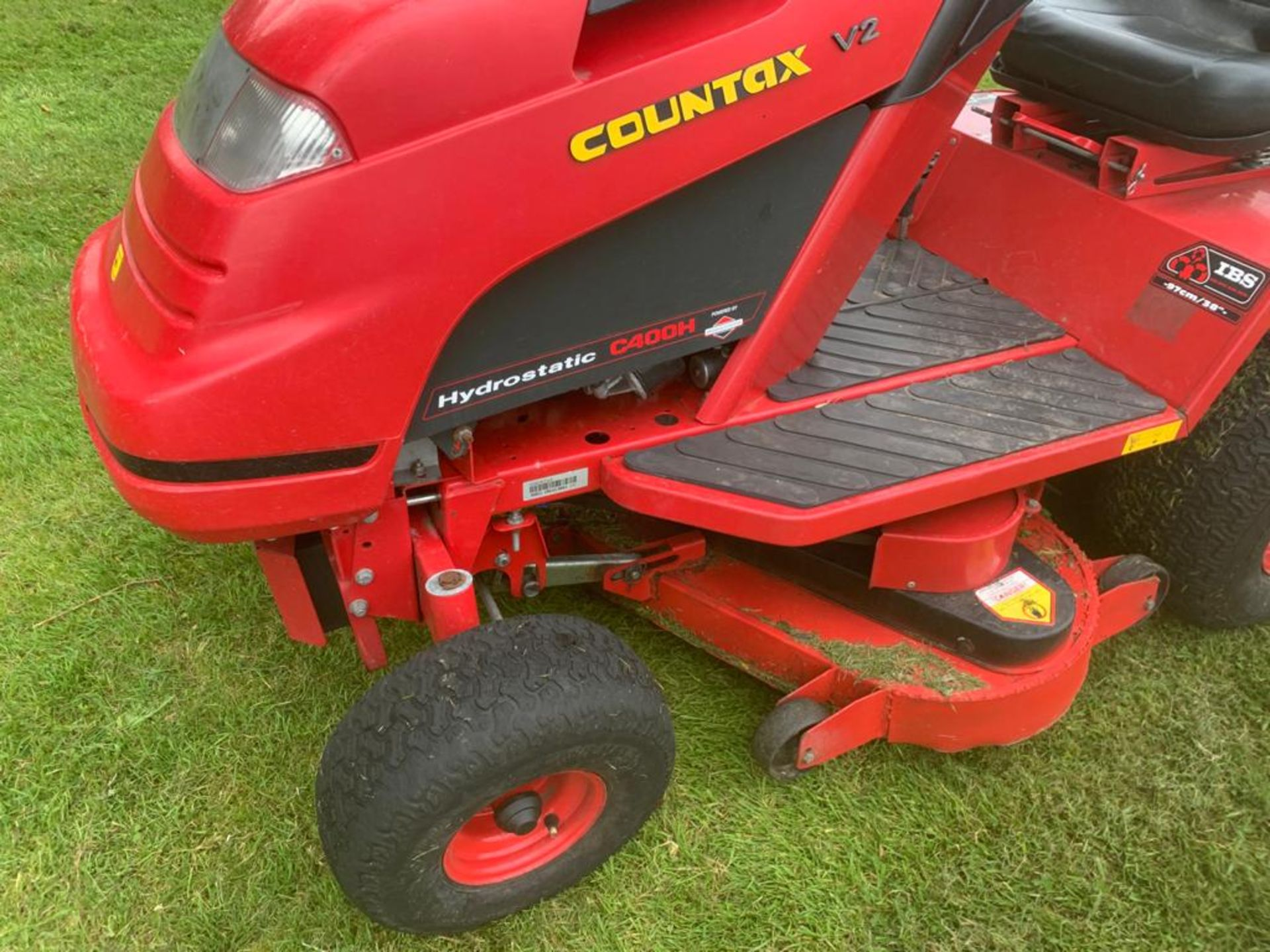 COUNTAX C400H HYDROSTATIC PETROL RIDE ON LAWN MOWER WITH SWEEPER *PLUS VAT* - Image 7 of 7