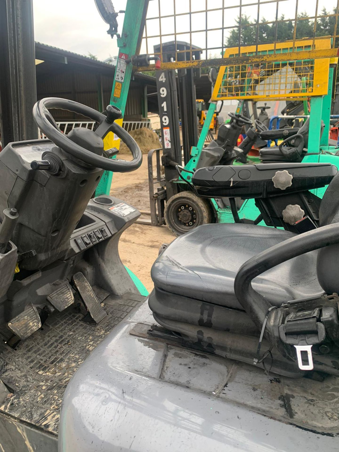2015 MITSUBISHI FG25NT GAS FORKLIFT, RUNS, DRIVES, LIFTS, CLEAN MACHINE, SIDE SHIFT, CONTAINER SPEC - Image 5 of 5