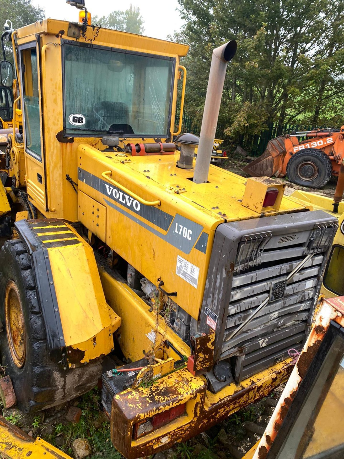 VOLVO L70C LOADING SHOVEL, RUNS AND LIFTS, BUT NO DASH LIGHTS SO FORWARD & REVERSE DONT WORK - Image 2 of 9