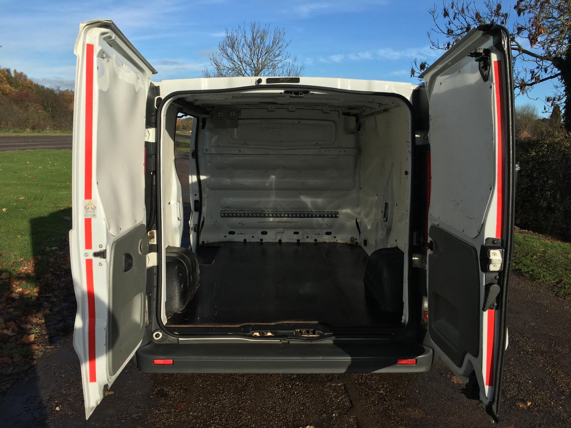 2008/58 REG VAUXHALL VIVARO 2900 CDTI SWB 2.0 DIESEL WHITE PANEL VAN, SHOWING 1 FORMER KEEPER - Image 6 of 12