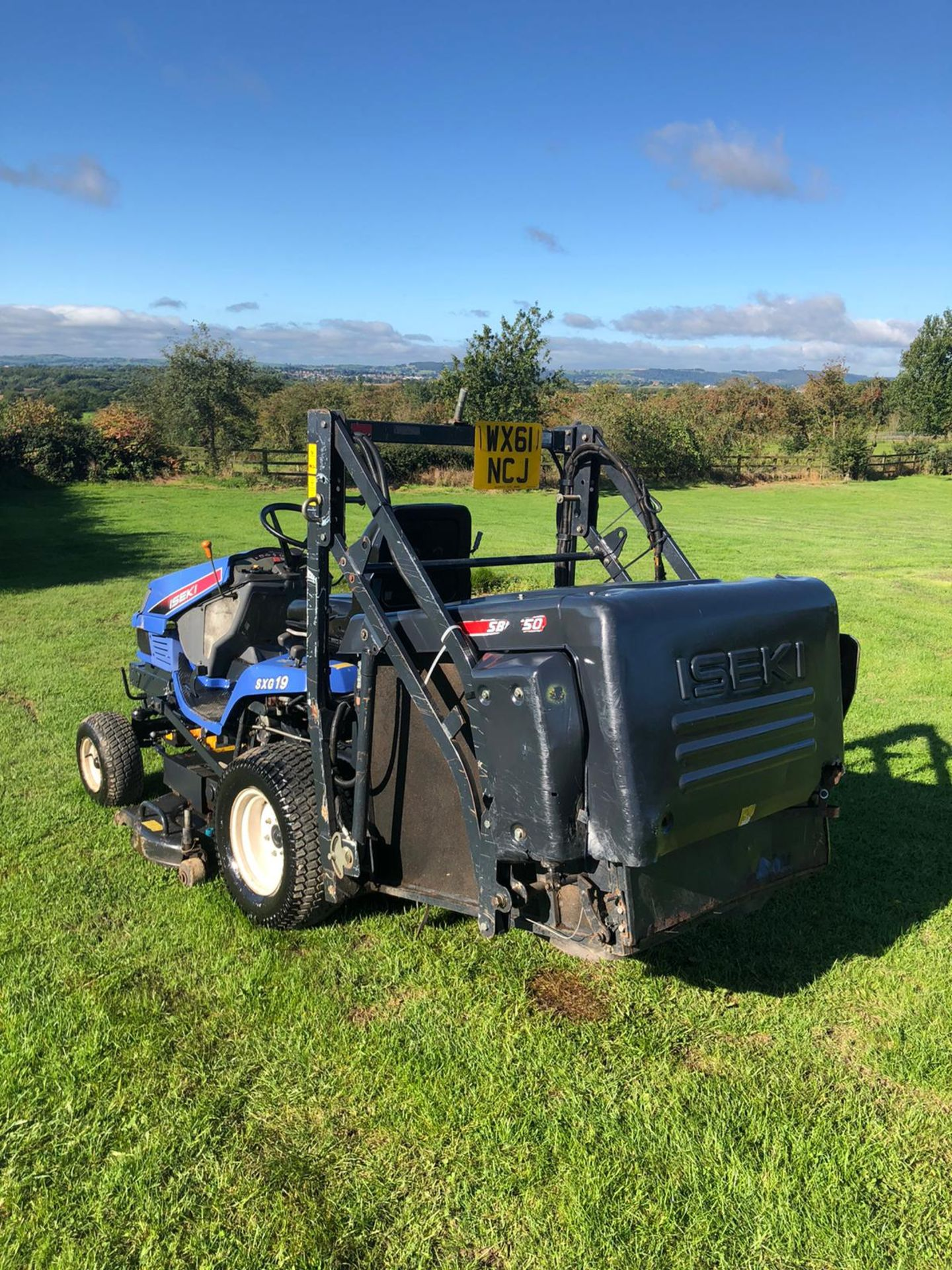 2011 ISEKI SXG19 RIDE ON LAWN MOWER, 1280 HOURS, RUNS, DRIVES AND CUTS, HIGH TIP COLLECTOR *PLUS VAT - Image 6 of 6