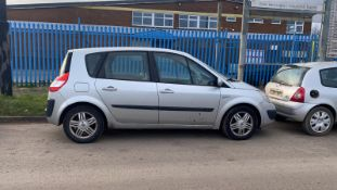 2006/06 REG RENAULT SCENIC EXPRESSION VVT 1.6 PETROL SILVER MPV, SHOWING 4 FORMER KEEPERS
