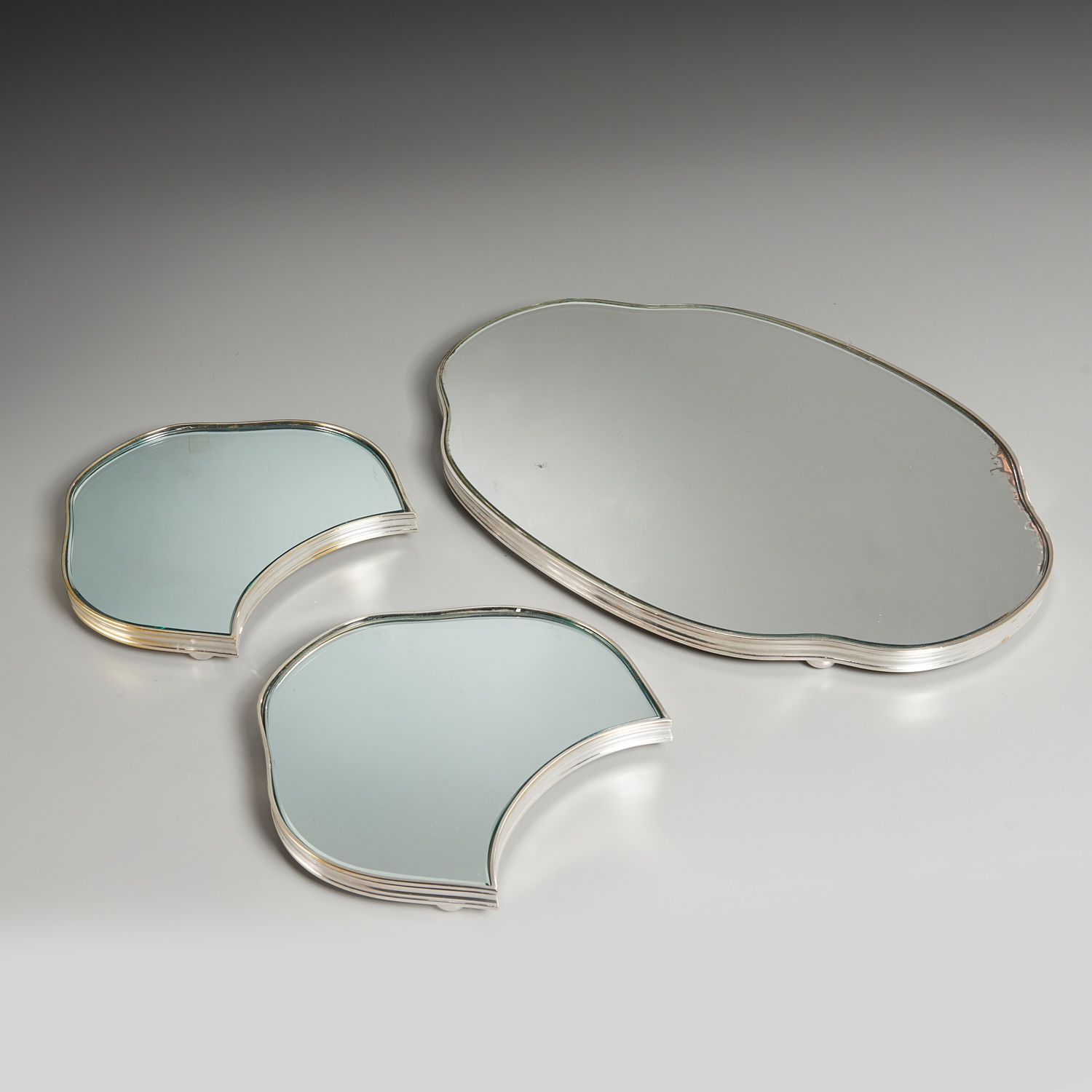 Lot 52 - Old Sheffield Three-Part Mirrored Plateau