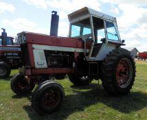 IH 966 CAB TRACTOR