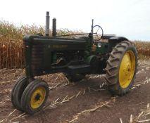JD B Tractor