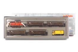 Märklin 2690, Güterzug der Deutschen Bundespost, Diesellok mit leichten Lackschäden, vier Wagen