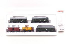 """Märklin 42354 Wagenset """"Rügen"""" drei DR Personenwagen und 2 Güterwagen, ORK, sehr gut erhalten"""