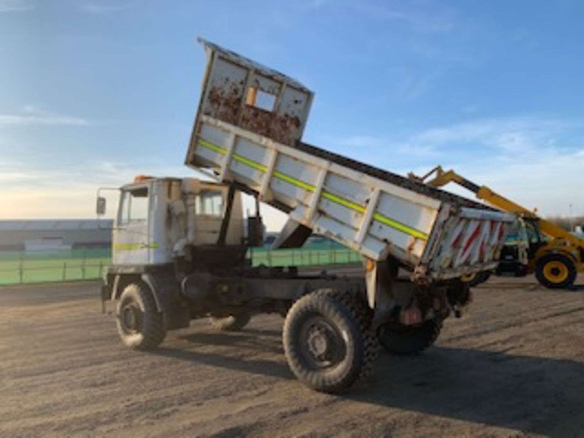 Lot 1711 - BEDFORD TM 4x4 TIPPER C/W REAR HITCH, SNOW PLOUGH BRACKET WITH HYDRAULICS 30,000KM (NOT VERIFIED) RE