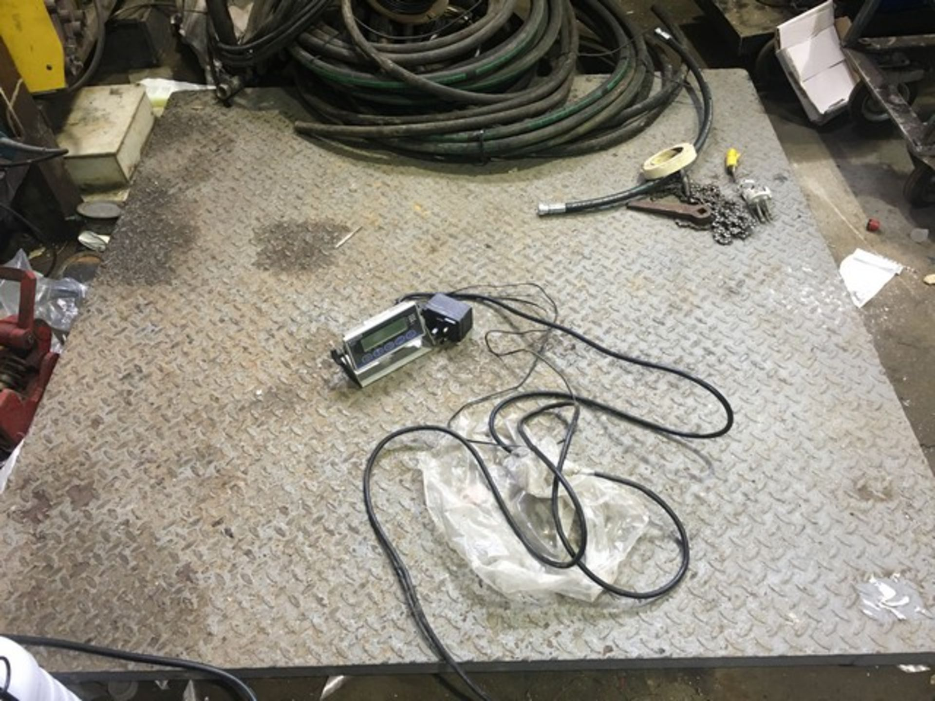 Lot 3138 - 3000KG ELECTRONIC SCALE 5FT