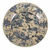 Teller aus Porzellan mit unterglasurblauem Tierdekor