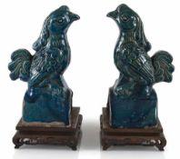 Paar türkis glasierte Dachreiter in Phönix-Form