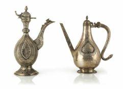 Zwei Kannen aus Silber im Buchara- bzw. Moghul-Stil