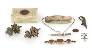 Konvolut Kunstgewerbe, u.a. Deckeldose aus Alabaster und Schmuckstücke