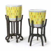 Paar 'Famille rose'-Cachepots mit Shou-Zeichen auf gelbem Fond