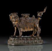 Bronze eines Löwen auf einem Lotosstand mit Resten von Vergoldung
