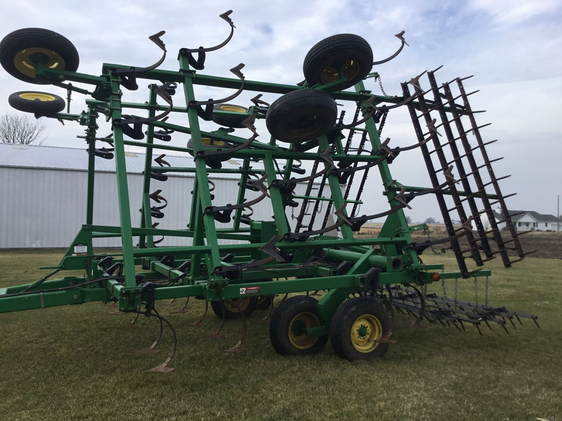 "John Deere 980 Field Cultivator, 30Ft., 5 Bar Harrow, Walking Tandems, 9"" Shovels, Serial # - Image 6 of 10"