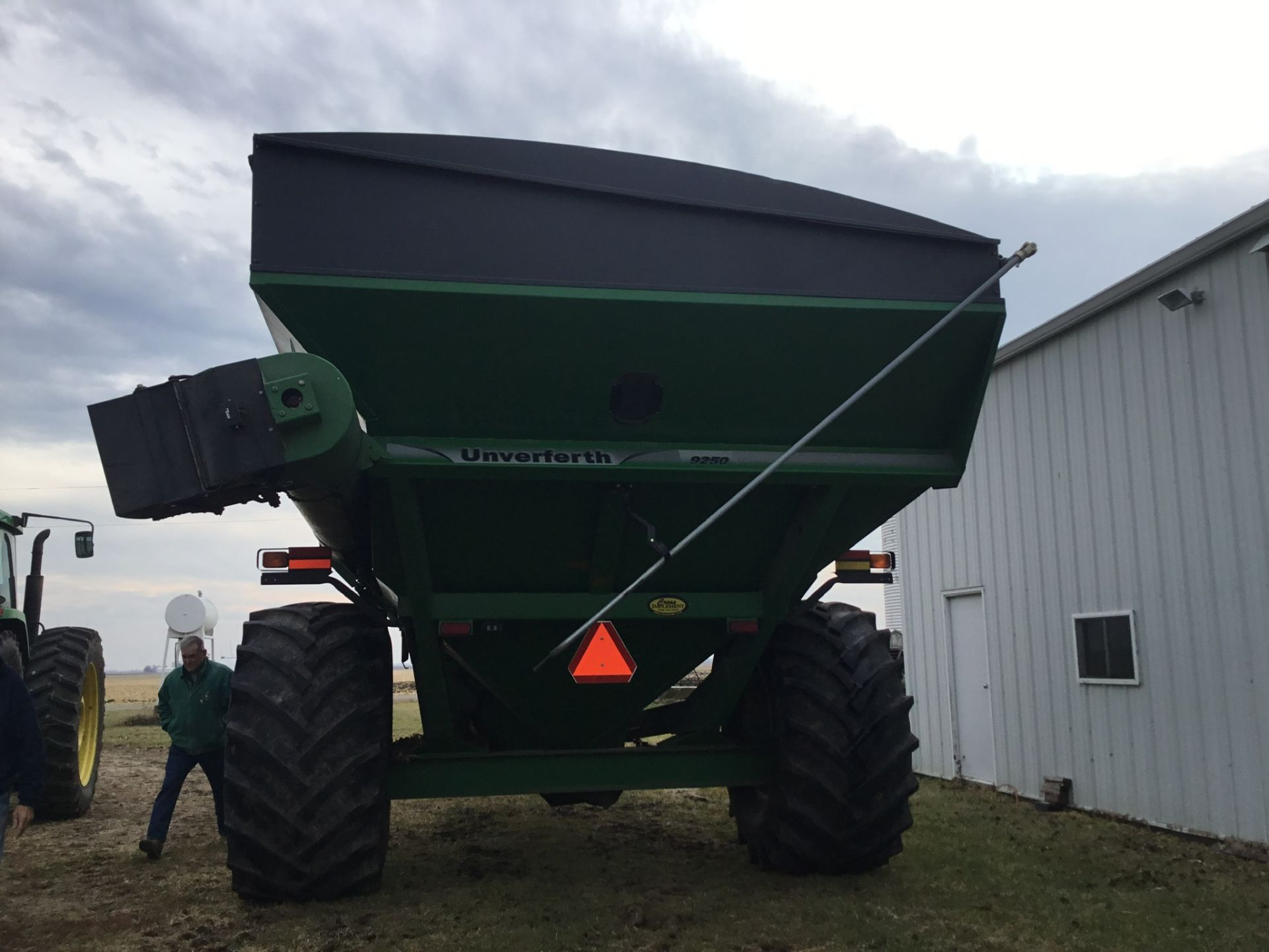 2009 Unverferth 9250 1,000 Bu. Auger Cart, Hydraulic Spout, 3 Cameras, Roll Tarp, New Augers, 900- - Image 6 of 15
