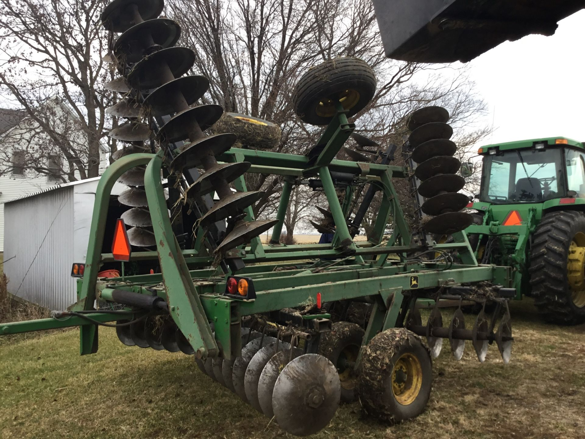 "John Deere 230 Disc, Hydraulic Fold, 24 Ft., 9"" Spacing,Rear Hitch & Hydraulics, Springtooth Harrow, - Image 4 of 10"