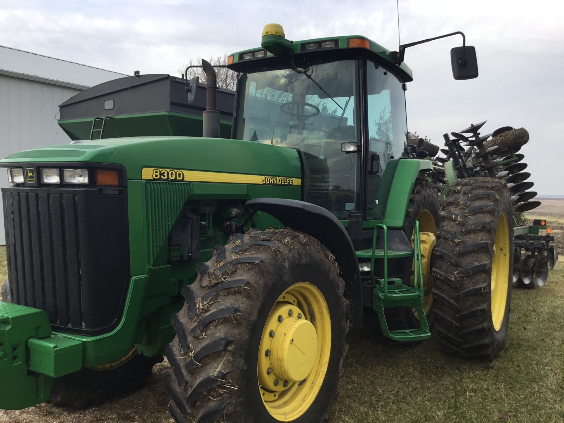 1997 John Deere 8300 MFWD, Power Shift, 3 Hydraulic Remotes, 3 Pt., Quick Hitch, PTO, Green Star - Image 23 of 25
