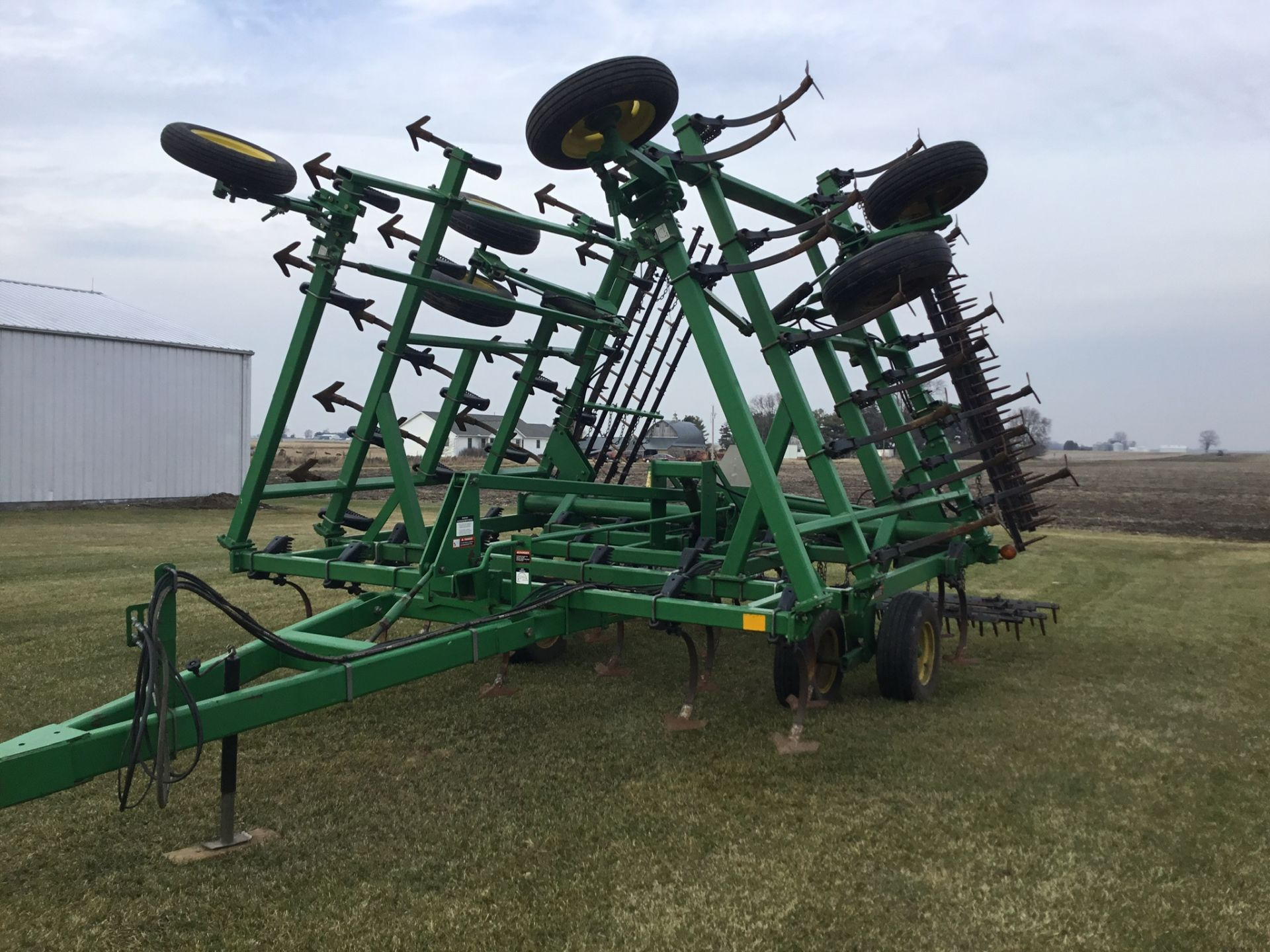 "John Deere 980 Field Cultivator, 30Ft., 5 Bar Harrow, Walking Tandems, 9"" Shovels, Serial # - Image 7 of 10"