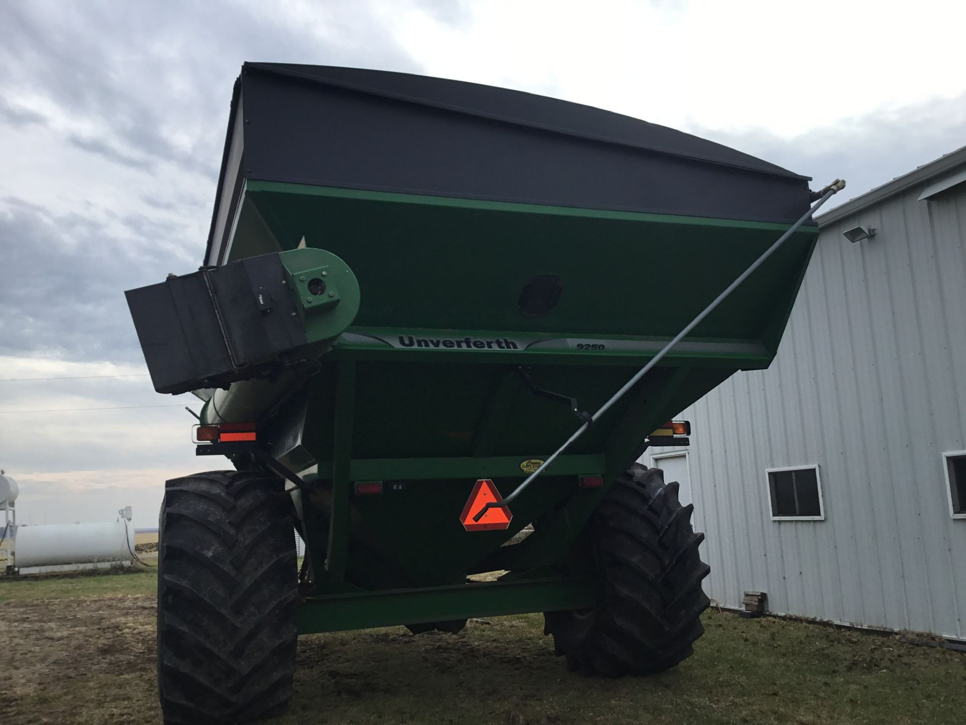 2009 Unverferth 9250 1,000 Bu. Auger Cart, Hydraulic Spout, 3 Cameras, Roll Tarp, New Augers, 900- - Image 2 of 15