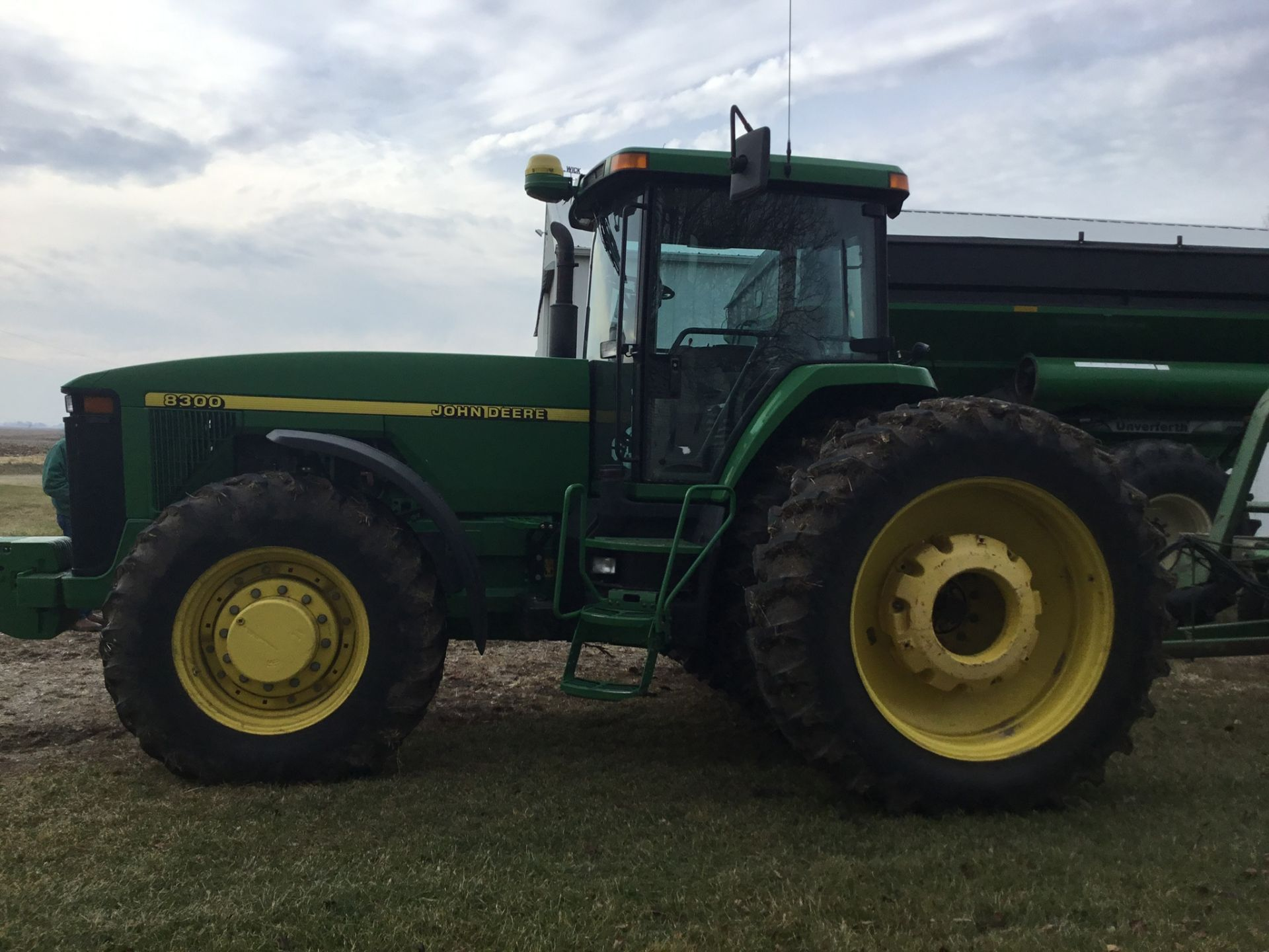 1997 John Deere 8300 MFWD, Power Shift, 3 Hydraulic Remotes, 3 Pt., Quick Hitch, PTO, Green Star - Image 25 of 25