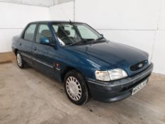 1995 / M Ford Escort LXi Saloon