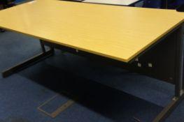 Cantilever desk