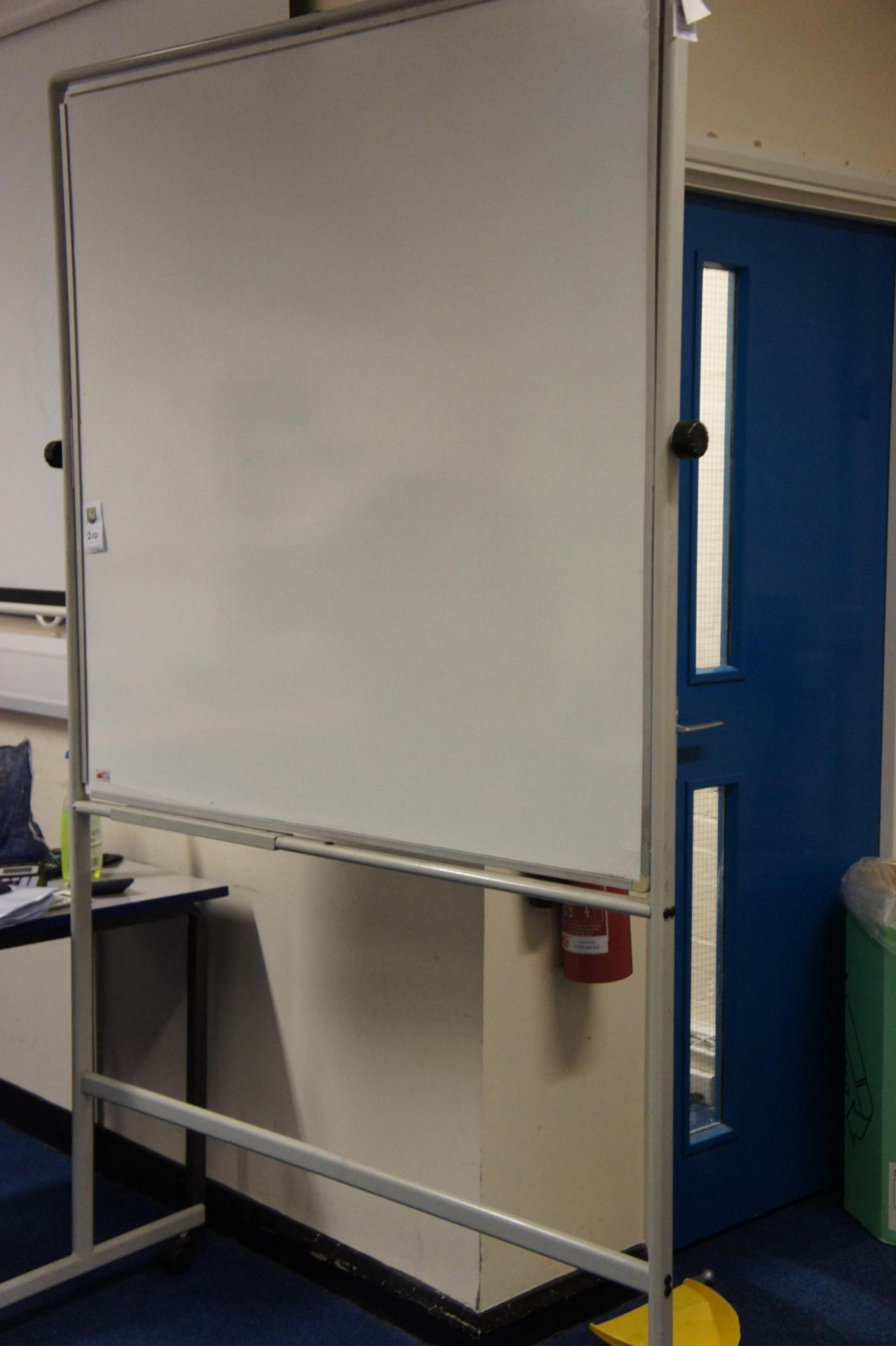 Lotto 210 - Mobile double sided whiteboard
