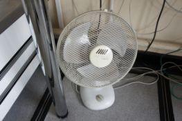 Carlton Breezy desk fan