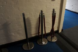 Queue barrier comprising three posts and two ropes