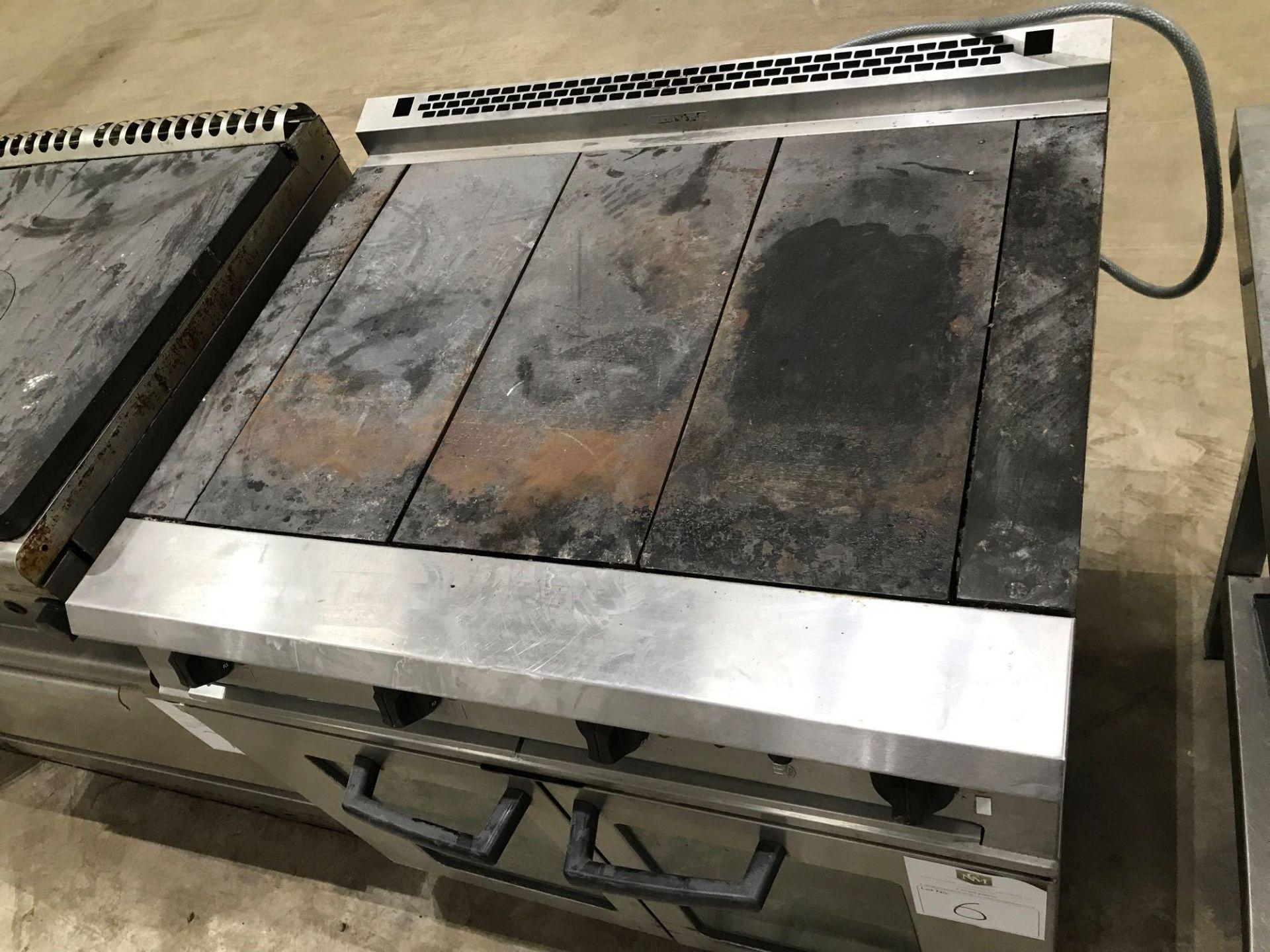 Lot 176 - Commander oven